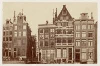 Nieuwezijdsvoorburgwal hoek Paleisstraat (destijds Gasthuismolensteeg)